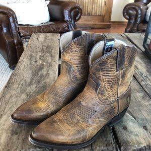 Frye boots/short